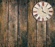 Reloj del vintage en la tabla Imágenes de archivo libres de regalías