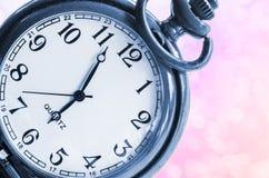Reloj del vintage en rosa hermoso fotografía de archivo libre de regalías