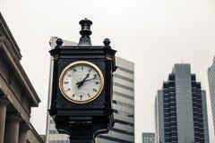 Reloj del vintage fuera de la estación de la unión fotos de archivo libres de regalías