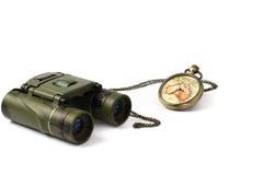 Reloj del vintage y binocular Imagen de archivo libre de regalías