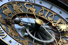 Reloj del zodiaco imagenes de archivo