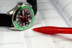 Reloj, diario y pluma Imagen de archivo libre de regalías