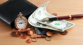 Reloj, dinero y pluma de bolsillo Foto de archivo libre de regalías