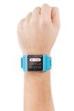Reloj elegante en la mano masculina con golpe de corazón en la pantalla Fotos de archivo libres de regalías