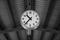 Reloj en blanco y negro Imágenes de archivo libres de regalías
