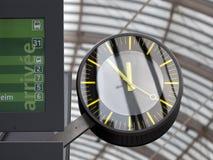 Reloj en el ferrocarril Fotos de archivo