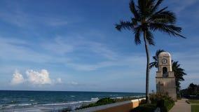 Reloj en el Palm Beach Fotos de archivo