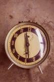 Reloj en fondo Imagenes de archivo