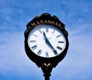 Reloj en la ciudad vieja de Manassas foto de archivo