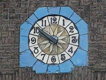 Reloj en la iglesia protestante en Steenwijk stock de ilustración