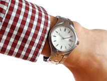 Reloj en la mano de los hombres Imágenes de archivo libres de regalías