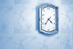 Reloj en la pared fotografía de archivo libre de regalías