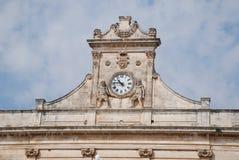 Reloj en Ostuni Imagenes de archivo