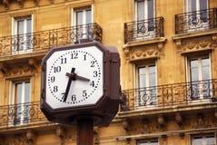 Reloj en París foto de archivo