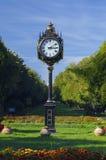 Reloj en parque Imágenes de archivo libres de regalías