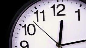 Reloj en un negro 00,00 TimeLapse almacen de video
