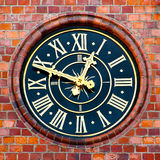Reloj en una torre municipal Fotografía de archivo