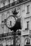 Reloj grande en las calles de París Imágenes de archivo libres de regalías