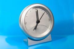 Reloj gris simple del escritorio Foto de archivo