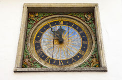 Reloj (iglesia del Espíritu Santo), Tallinn Imágenes de archivo libres de regalías