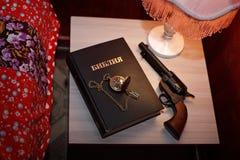 Reloj ligero del arma de la biblia Foto de archivo libre de regalías