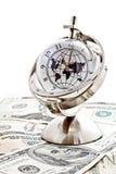 Reloj modelo global con los billetes de banco 5 de los E.E.U.U. Imagen de archivo libre de regalías