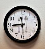 Reloj montado en la pared de la cocina fotos de archivo