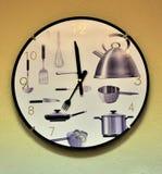 Reloj montado en la pared de la cocina imágenes de archivo libres de regalías