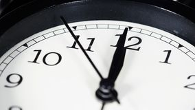 Reloj que muestra al mediodía almacen de video