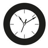 Reloj redondo blanco y negro Fotos de archivo libres de regalías