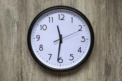 Reloj redondo de la oficina imagen de archivo