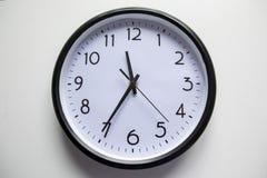 Reloj redondo de la oficina fotografía de archivo