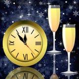 Reloj redondo y dos vidrios con champán Imagen de archivo libre de regalías