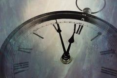 Reloj retro con cinco minutos antes de doce Fotografía de archivo