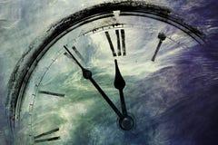 Reloj retro con cinco minutos antes de doce Foto de archivo