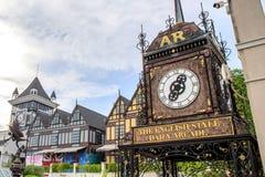 Reloj romano del vintage en la alameda de compras de Pickadaily Bangkok en estilo inglés o de Europa, alameda de compras y la ubi Fotografía de archivo libre de regalías