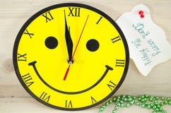 Reloj sonriente con un mensaje Imagen de archivo