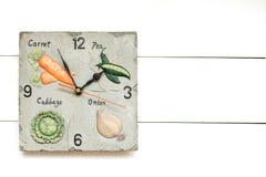 Reloj vegetariano para la dieta vegetal, hora de tener breackfast, fondo del reloj, concepto del reloj foto de archivo