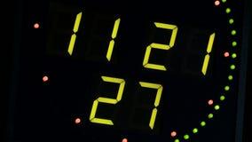 Reloj verde con un marcador electrónico metrajes