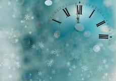 Reloj viejo con los copos de nieve de las estrellas y las luces del día de fiesta Imagen de archivo libre de regalías