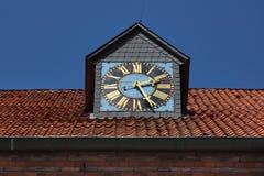 Reloj viejo del ático Fotos de archivo libres de regalías