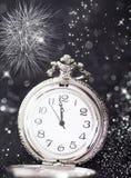 Reloj viejo que señala la medianoche - concepto del Año Nuevo Imagen de archivo libre de regalías