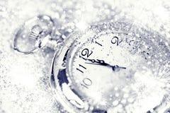 Reloj viejo que señala la medianoche - concepto del Año Nuevo Fotos de archivo libres de regalías