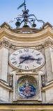 Reloj viejo y un mosaico santo fotografía de archivo libre de regalías