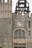 Reloj y campanario de piedra foto de archivo libre de regalías