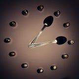 Reloj y cucharas de la batería fotos de archivo libres de regalías