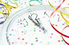 Reloj y decoraciones del Año Nuevo Imagen de archivo libre de regalías