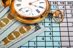 Reloj y dinero Fotografía de archivo libre de regalías