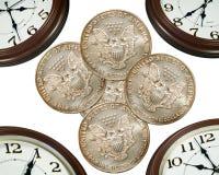 Reloj y dinero Imágenes de archivo libres de regalías