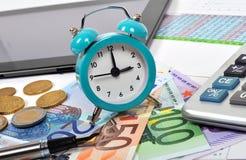 Reloj y dinero del euro Fotografía de archivo libre de regalías